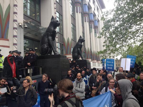 Police have blocked entrance to Wonga HQ. May Day protest against pay day loans companies @newjournal http://t.co/cJcaPfy1BS