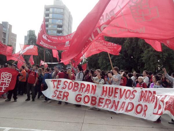Apoyo al gobernador @AntonioBonfatti en la apertura de sesiones en la legislatura provincial @JuvsocialistaSF http://t.co/N9PF66h7u2