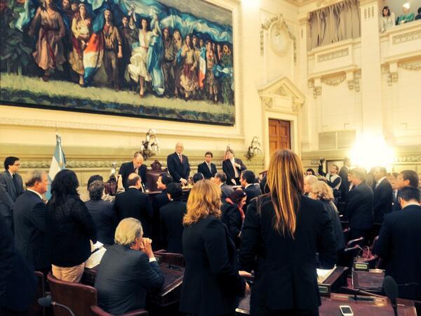 El gobernador @AntonioBonfatti preside la sesión de apertura de las 132 sesiones ordinarias #SantaFeAvanza http://t.co/ICslGYweTB