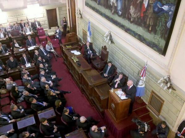 """@AntonioBonfatti: """"La política de produccion pública de medicamentos sigue siendo prioridad en #salud"""" http://t.co/qwgg16rCs7"""