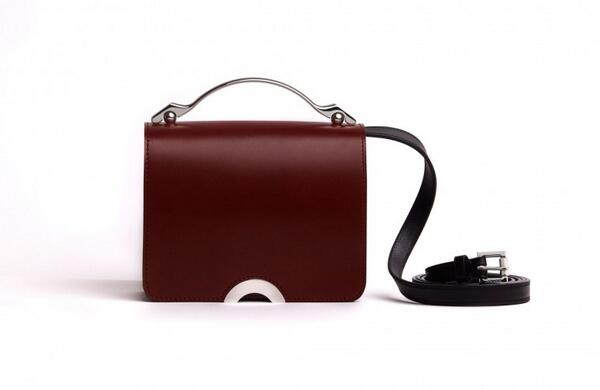 W's features director has her eye on this chic, diminutive bag from @DSMNY: http://t.co/LP6uzO7wz2 http://t.co/8pw3kXZjpm