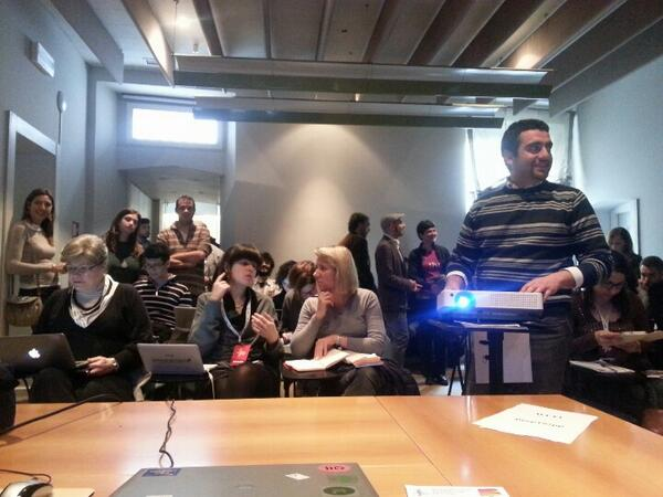 Sala piena all'hotel rosetta...parte l'hackathon sui dati ... #hackijf14  #ijf14 #dataninja http://t.co/hDoqYpyEcn