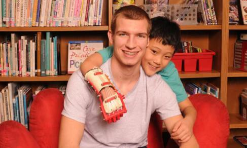 Inspiring! Read about how a #Kansas teen made a prosthetic for his young friend. http://t.co/ZtnaYTKmGl http://t.co/2XDrjf2G5v