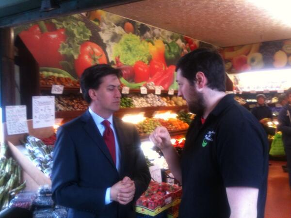 .@Ed_Miliband meets one of the traders on Bristol's #GloucesterRoad during a visit with Labour's @tdebbonaire http://t.co/syUdGPa10Q