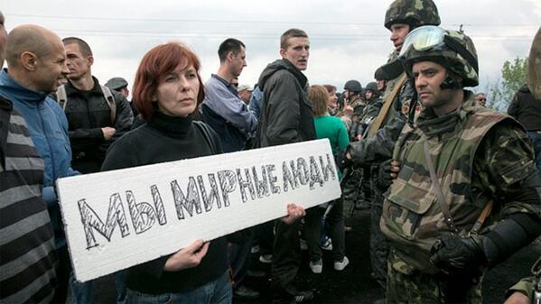 Cadenas humanas cerca de #Slaviansk bloquean vehículos blindados enviados por Kiev http://t.co/d1PanKy50S http://t.co/KARGCKXka4