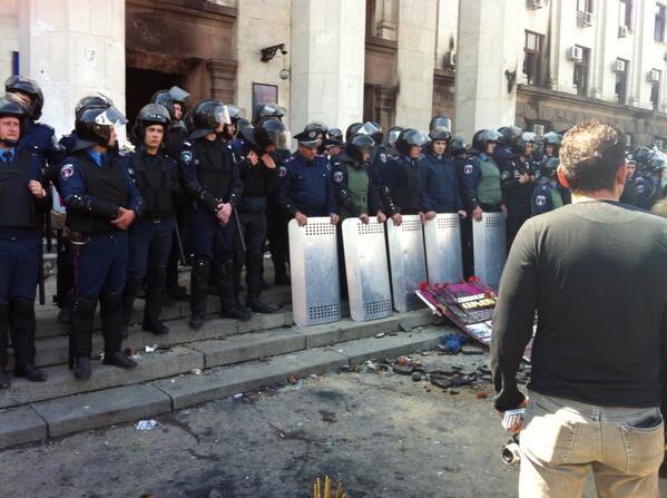 #Odessa Riot police outside burned building in Odessa. http://t.co/AleXu15B9V
