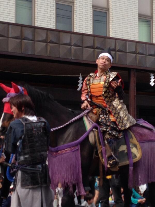 地元のお祭りで好い人ぶりをいかんなく発揮していた柳沢慎吾氏。 http://t.co/l9FAjz2zAy