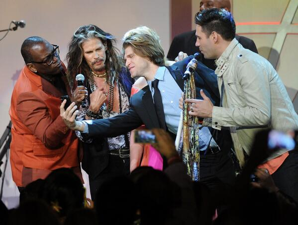 @DavidOsmond1 Selfie with many  @YO_RANDYJACKSON @IamStevent @KeeganAllen at @RacetoEraseMS  PIC Alberto E. Rodriguez http://t.co/ooXHQEwjRS