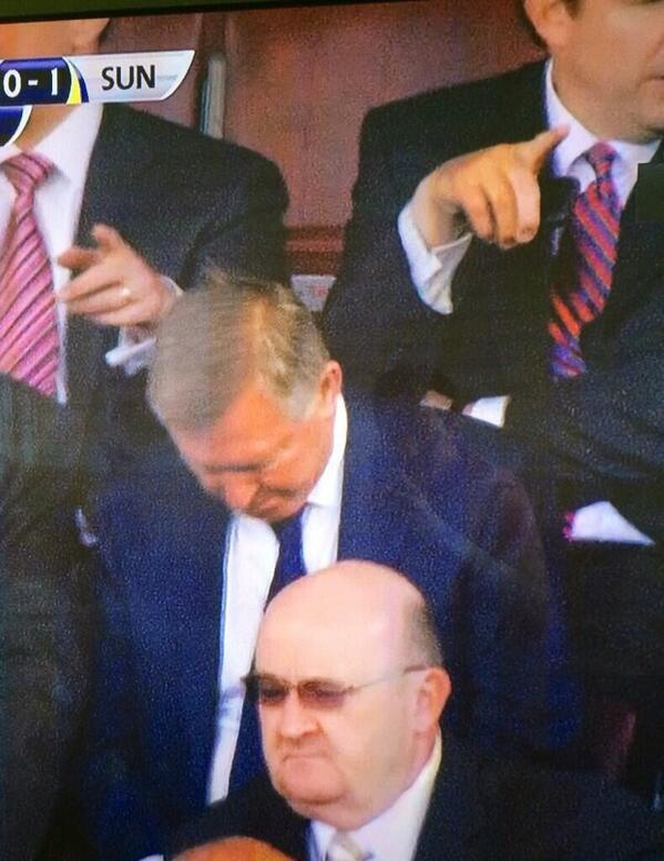 Sir Alex Ferguson fell asleep during Man United 0   Sunderland 1 [Pictures]