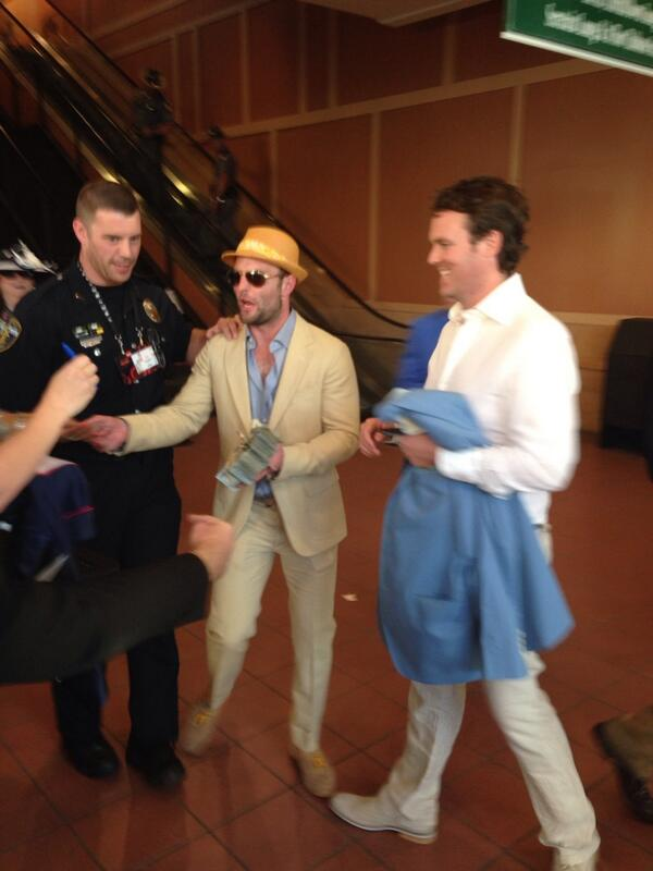 PIC: Wes Welker Hands Out $100 to Random People