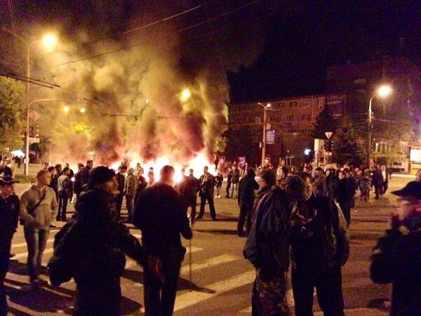 Clashes near Mariupol city hall