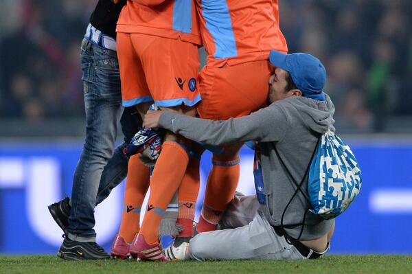 Many disturbing images from the Coppa Italia final, not least this one of a Napoli fan celebrating with/in @PReina25. http://t.co/HMdmvt1Dj7