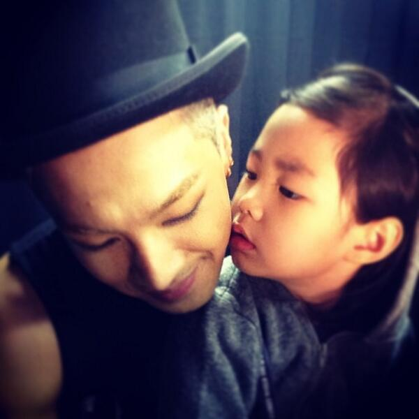 140504 Taeyang Instagram: Yey!! My superstar #Haru http://t.co/BvsIhuoLdM