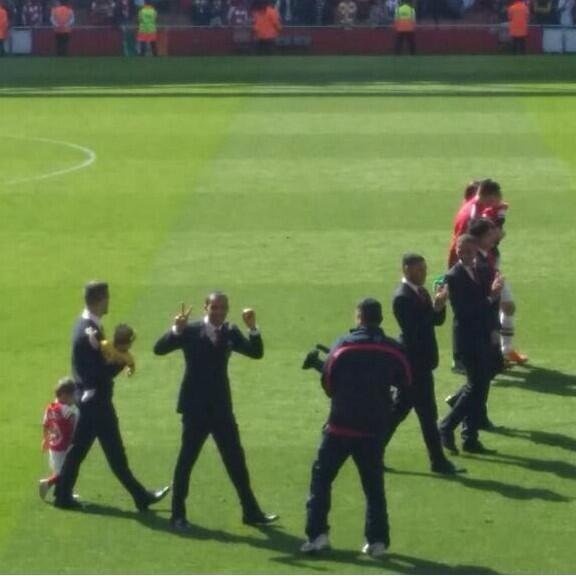Theo Walcott flashed his famous 2 0 sign from the Tottenham game in Arsenals lap of honour [Pictures]