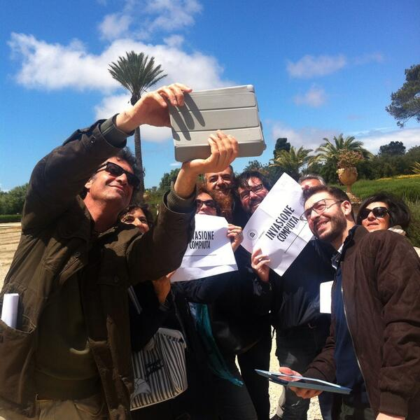 Via con il selfie finale di #invadidonnafugata per #invasionidigitali con @Vin_occhipinti http://t.co/U4WEhHy71R