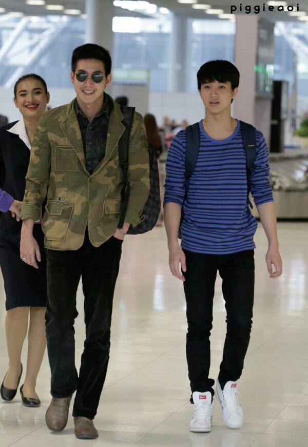"""""""@vaew_vt: """"ริท และ โน่ @ สนามบิน http://t.co/iDr4RjrLeU""""กรี๊ดดดดดดด ปลื้มปริ่ม คัมแบ๊ค ^^""""พี่น้องยังไงก็คือพี่น้อง และมิตรภาพ สวยงามเสมอ"""