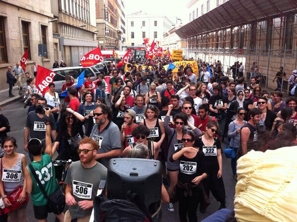 """@15MBcn_int: #MayOfSolidarity in Rome   #Europe4the99  p/v @Valleoccupato http://t.co/DhFrGa5FkX"" @gidirun trovaci!"