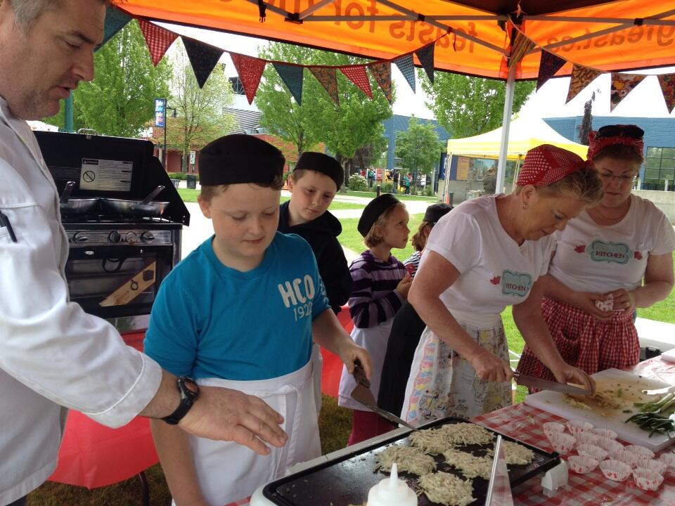 Twitter / vicki_mcleod: Kids cooking demo at the market. ...