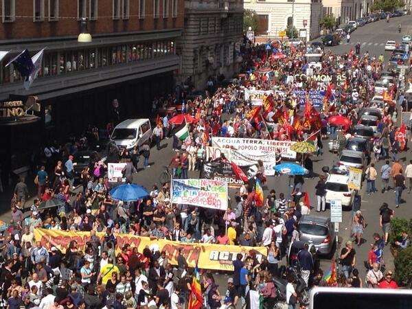 #17M migliaia di persone in corteo a #Roma per i #benicomuni http://t.co/GamHlE4yAB