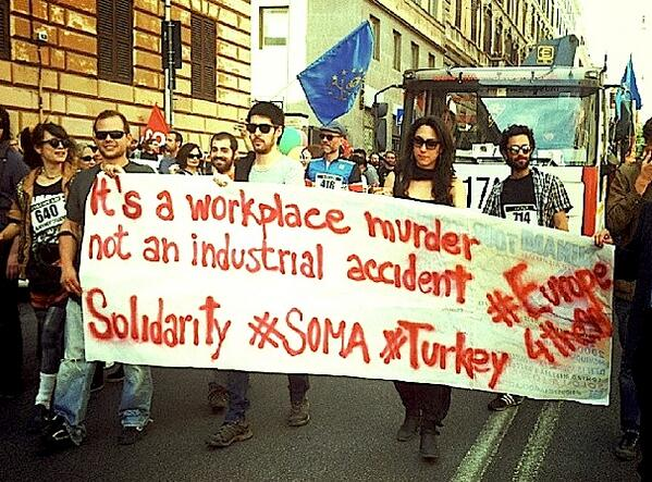 #Solidarity to #Soma's victims at #17M demo in #Rome #Roma_4_Soma #Turkey #Italy @140journos p/v @radiosonar_net http://t.co/RxORLuxhCs