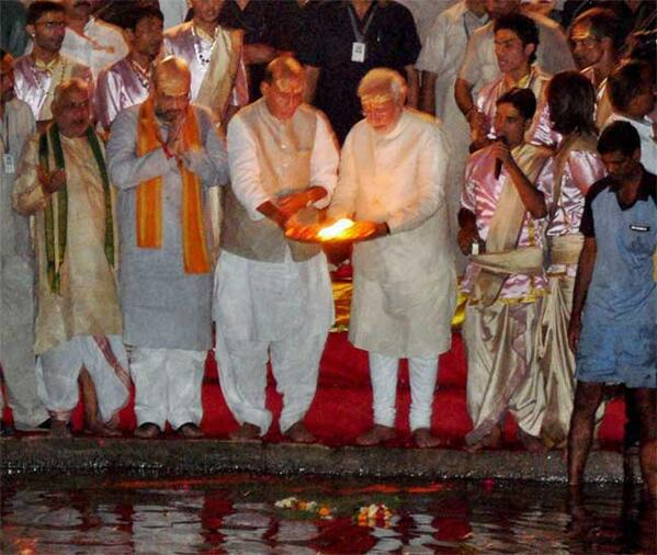 Narendra Modi visited Varanasi, took part in 'Ganga Aarti'