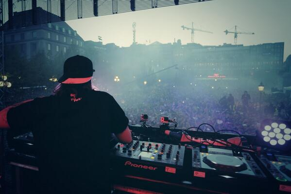#KanonVodka backstage for @SteveAngello at #SITP1705 http://t.co/V0FI9B5Q07