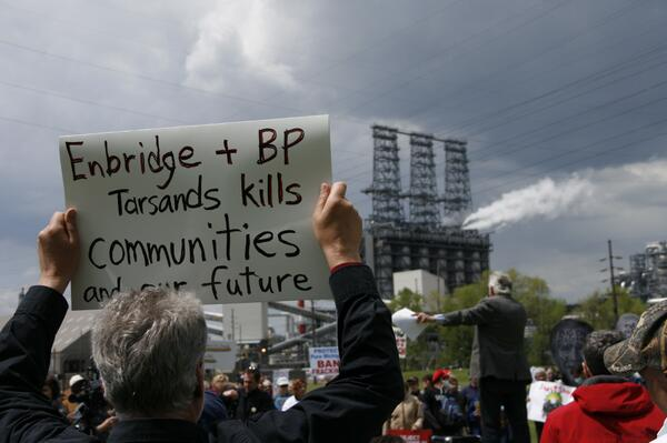 Earlier outside the BP refinery in Indiana: (photo by @shem1420 ) #nokxl #joinhands http://t.co/ymhgMnH5zd