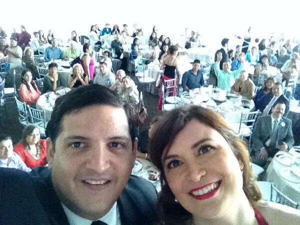Compartiendo como lucir #10yearsyounger con la bella gente de #Monterrey en el #UNDEWlaunch http://t.co/qaRvWpCb6G