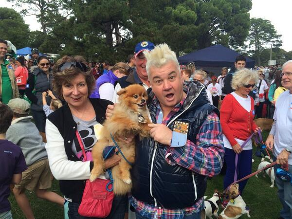 Now this dog knows how to dress! Rockin the tartan tie! #MillionPawsWalk @DarrynLyons http://t.co/pJUwhonnIt