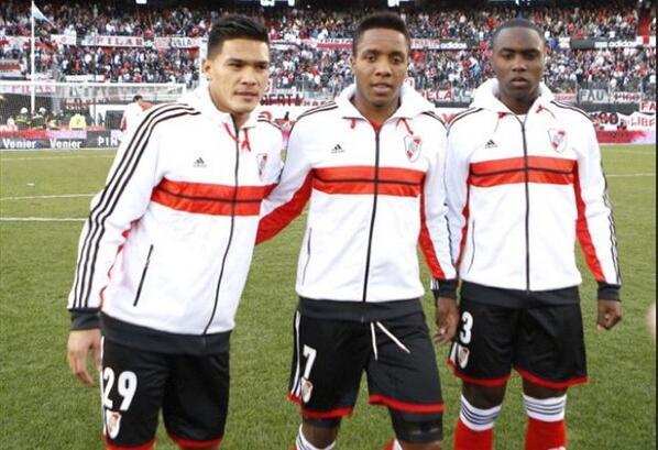 RIVER CAMPEÓN DEL FÚTBOL ARGENTINO. Estos 3 colombianos gritan campeón. ¡Felicitaciones! http://t.co/4jgCO7zQ4r