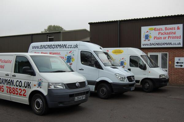 My Dads business was robbed this weekend in Adderbury. They stole his van (in the middle) and other stuff. pls rt! http://t.co/kjpcX83lA3