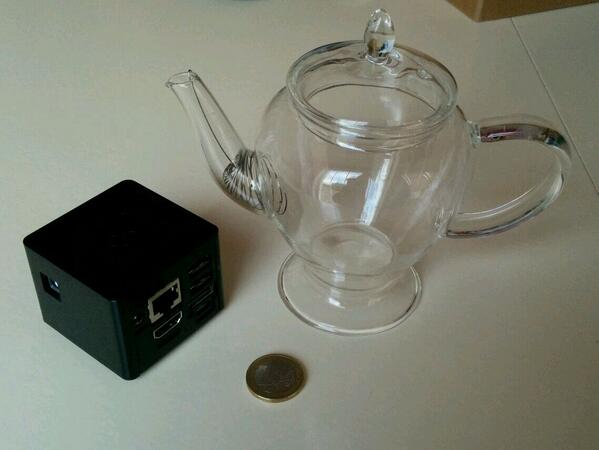 CuBox next to a 250ml glass teapot and one-Euro coin