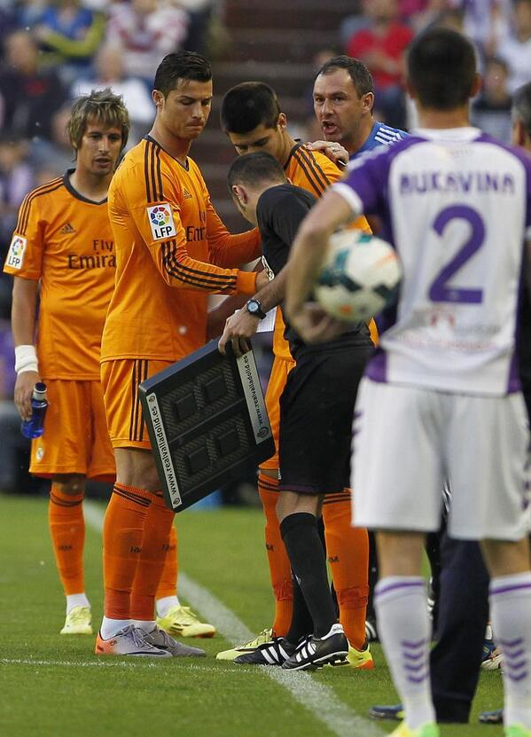 Ronaldo injured! Real Madrids Cristiano Ronaldo forced off after nine minutes [Picture]