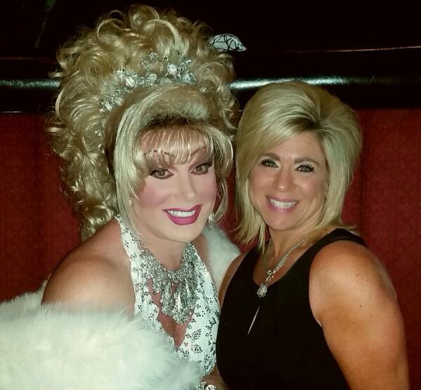 Long Island Medium #TheresaCaputo dropped by to see #divaslasvegas while she was in town #longislandmedium http://t.co/PuXZeZoSvF