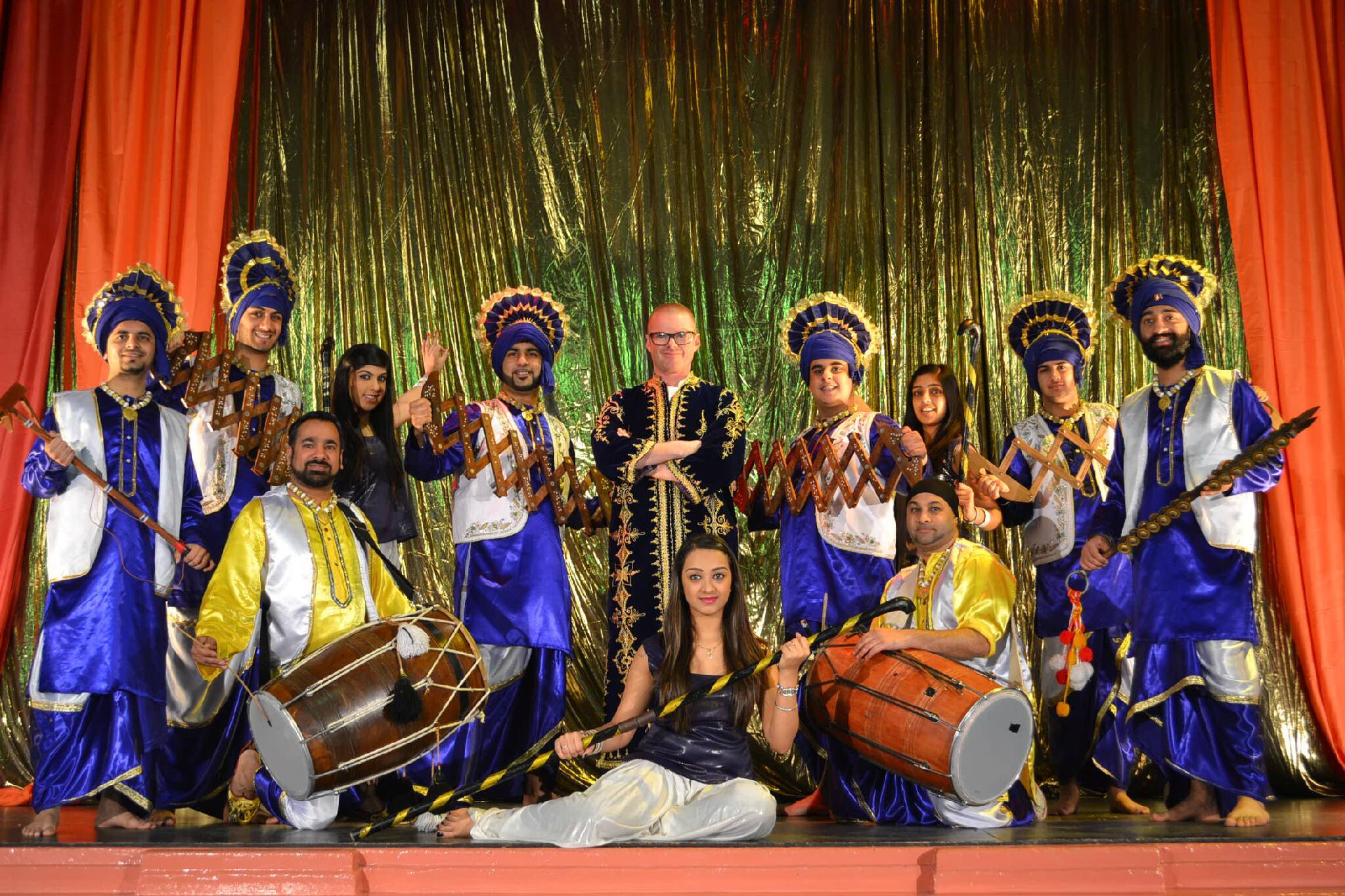 Super Cheff Hestons dancing to Bhangra - Moorni Panjabi MC
