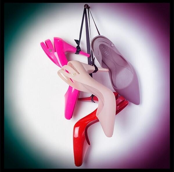 El calzado @MelissaShoesMx hecho de plástico esta hecho 100% de materiales reciclados y #Ochöstore los trae para ti! http://t.co/t9bgrbuvgr