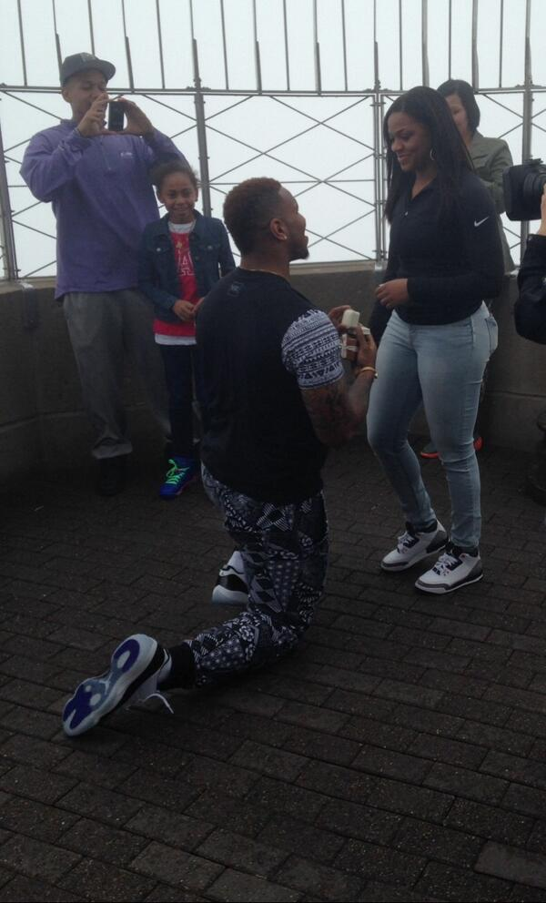 Here's UNC TE Eric Ebron, on bended knee, proposing atop the Empire State Building on Draft Day. She said yes. http://t.co/cpLeQtb5yt