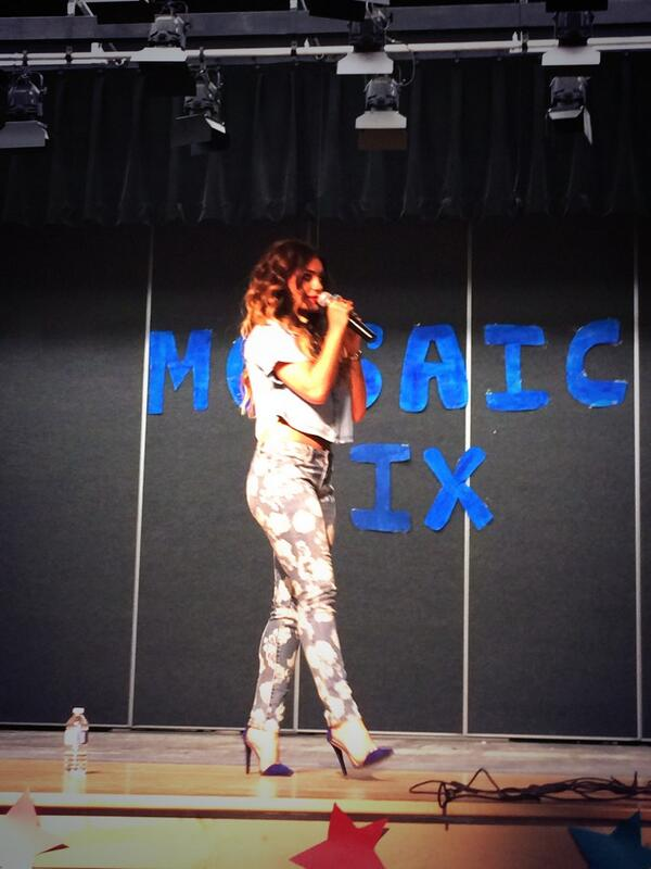Felt the love today Markham! Thanks for having me at your school ❤️ http://t.co/D4XdQTi0vX