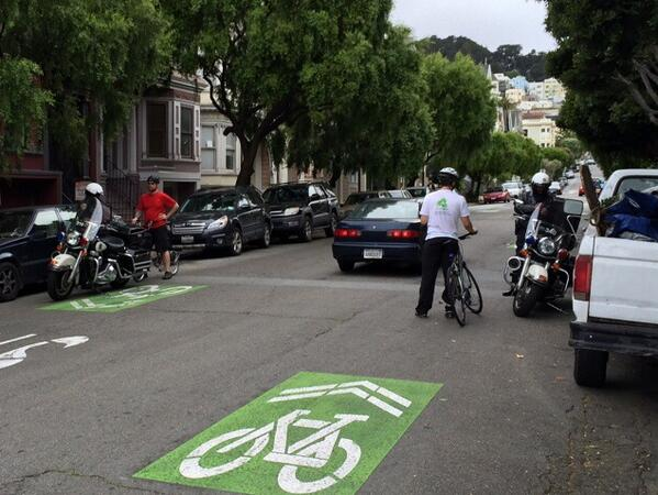 How @SFPD does bike to work day: A 5:20 PM police sting at a stop sign for ONLY bicycles on bike route. @sfbike http://t.co/Pma0vqflxR