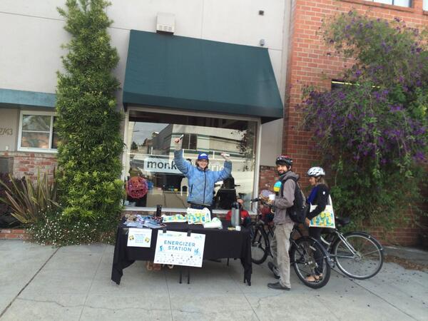 #Bike2WorkDay #bike2berk refreshment station at Parker on 9th St, Berkeley. Thx for the bag and goodies http://t.co/23G0hJxbqR