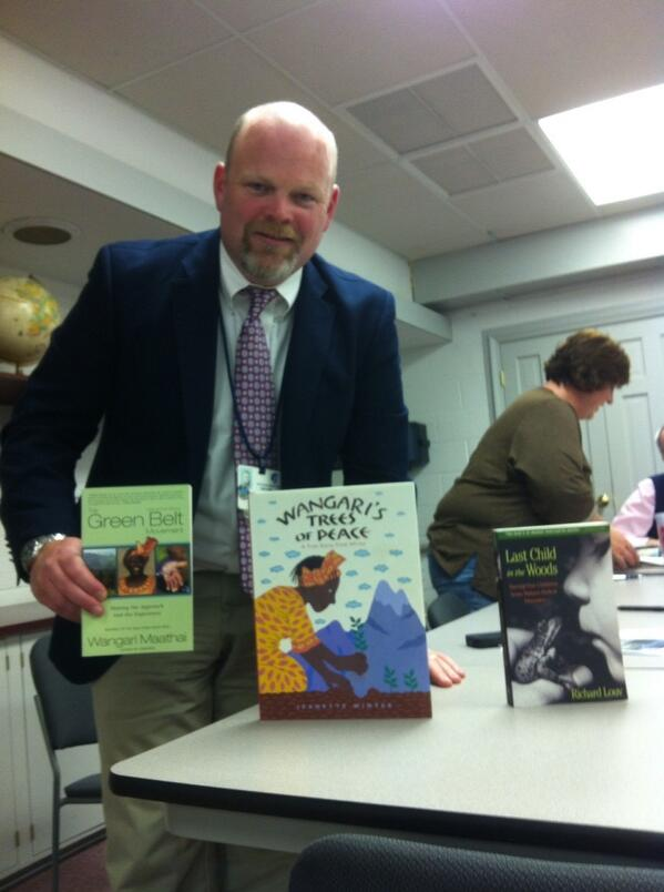 Franklin Elementary Principal Kevin Downes with books that inspired his idea for a garden @ the school. @MercuryX http://t.co/kA5gGoo6CC