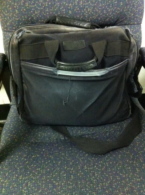 Rodriguez delivers reporter's bag frm exec session. Not saying I might record the exec session or anything, he says. http://t.co/VDmLSFdtB2