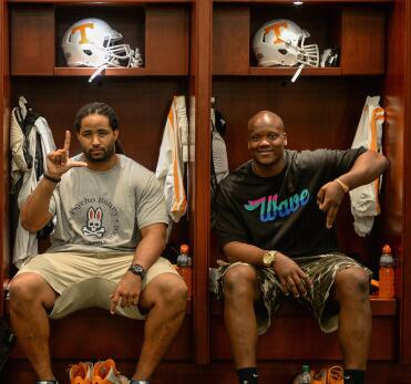 Together again with the @MiamiDolphins @225boy71 & @JawuanJames70 #VFL #OLPinSouthBeach http://t.co/dx2Xujgaok