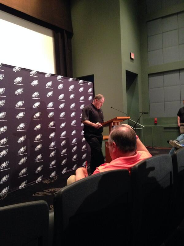 Here in Philadelphia, Chip Kelly addresses we the media. http://t.co/x8JwRzBZPY