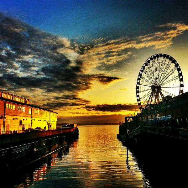 Awesome pic RT @SelfJess: #Seattle #Sunsets can be so amazing! @SeattleArtists @seattletimes http://t.co/h1D2vJpe4D