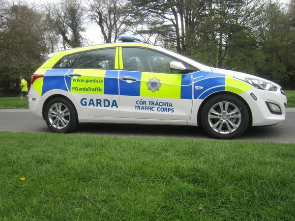 The Irish Garda (Police) now have their Twitter handle on their police cars. https://t.co/syP2JHr2Ko http://t.co/UyEuo3Pfwv