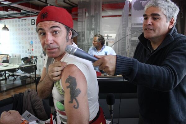 acá la foto de Fernando en @liberenanicolas de @radiofmtiempo el retoque del tatuaje @nicolaslarrain http://t.co/S8Z7I2OnQR