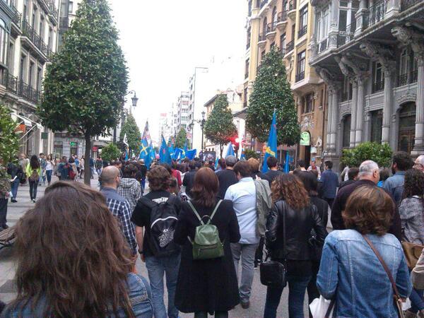 Güei na manifestación pola oficialidá n'Uviéu, con @AlfonsoSabbath. http://t.co/uMziX53QJe