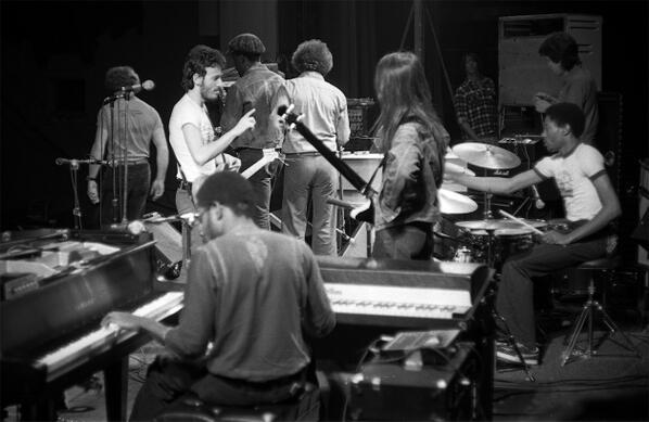 Bruce Springsteen - Page 28 BnNLRlRIEAAf_m_
