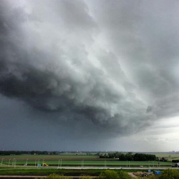 """""""@N_Heij: Waauw net boven #amstelveen   @RTVNH http://t.co/T9ZRTJdVTW"""" genieten dit weer ;)"""